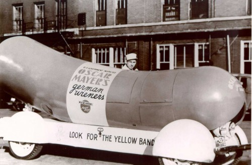 Wienermobile-1936 - history of food trucks