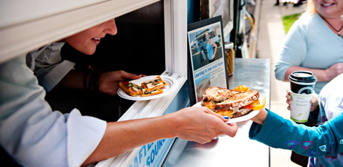 5 Consumer Service Phrases To Improve Your Food Truck