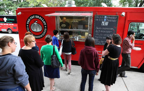Chicago Cracks Down On Food Trucks At Popular 600 W