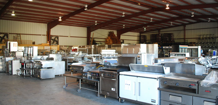 Outfitting your food truck with restaurant equipment for Equipement cuisine restaurant